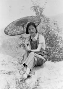 """Мэн Циншу. Рядом с """"Гротом небожителей"""", Ухань, 1938 г."""