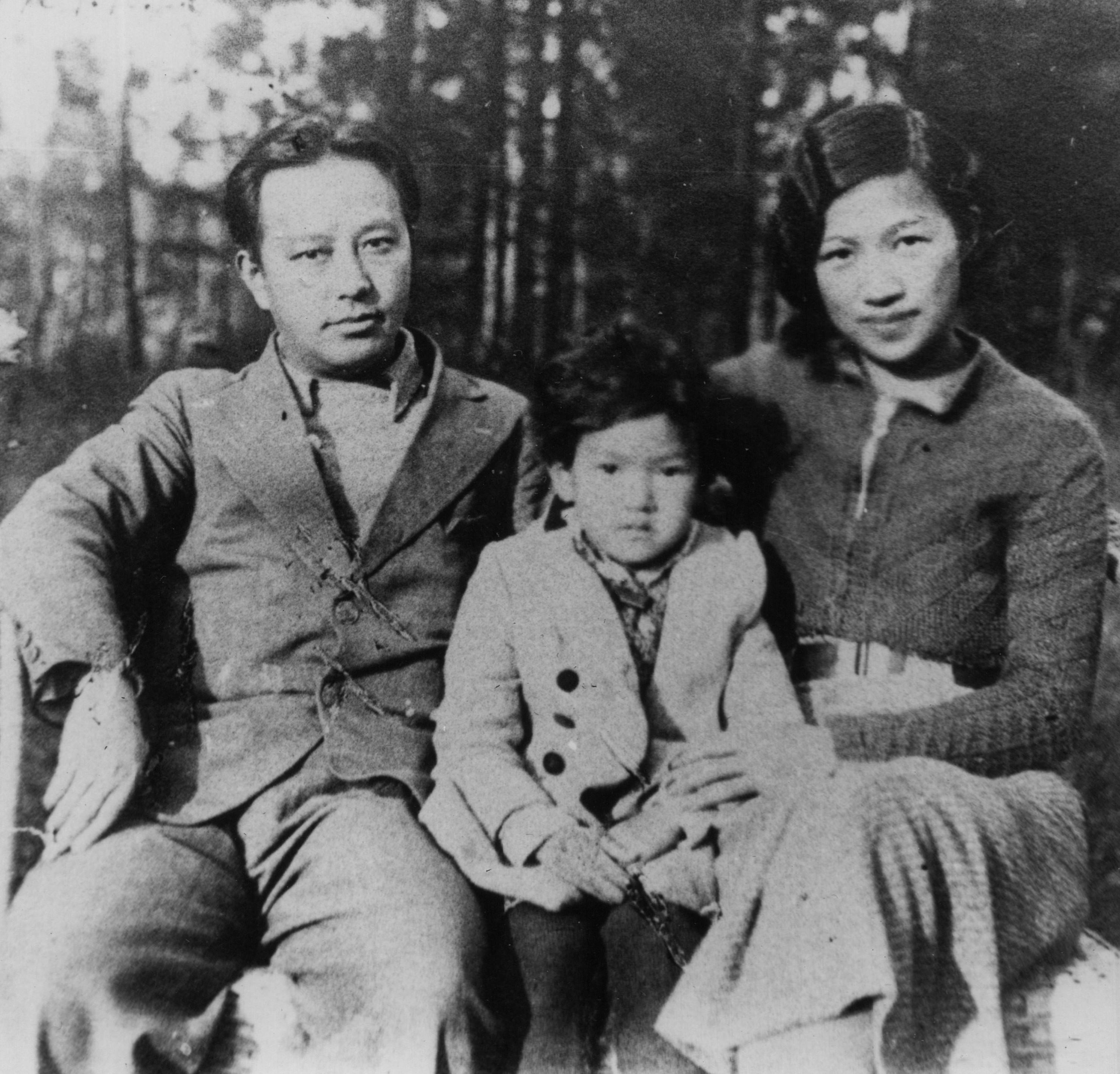 Фаня с родителями, Подмосковье, 1937 г. Через месяц родители улетели в Китай на 13 лет
